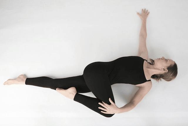 Bài tập Yogatư thế nằm xoay cột sống