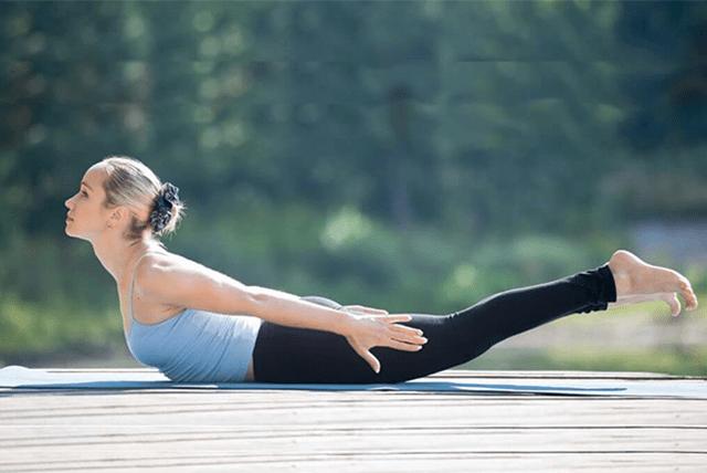 Bài tập Yoga tư thế châu chấu.