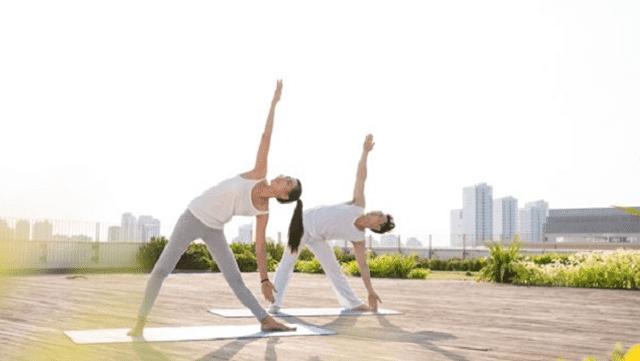 Bài tập Yoga tư thế tam giác.