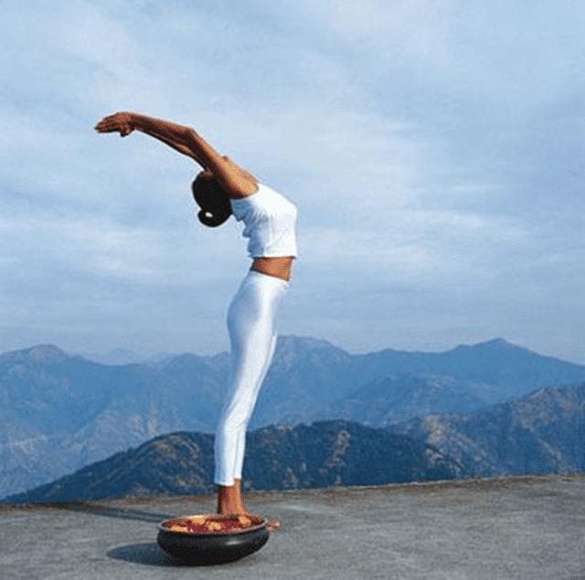 Tư thế ngọn núi nằm trong chuỗi bài tập Yoga cơ bản
