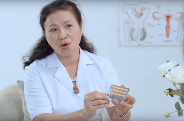 Hình ảnh cô Tâm cầm thuốc tránh thai New Choice