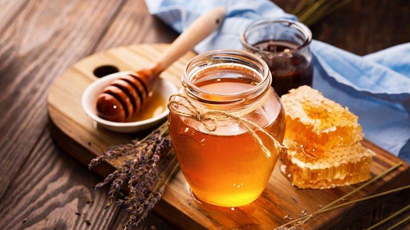 Mật ong vừa là thực phẩm vừa được dùng làm mặt nạ.