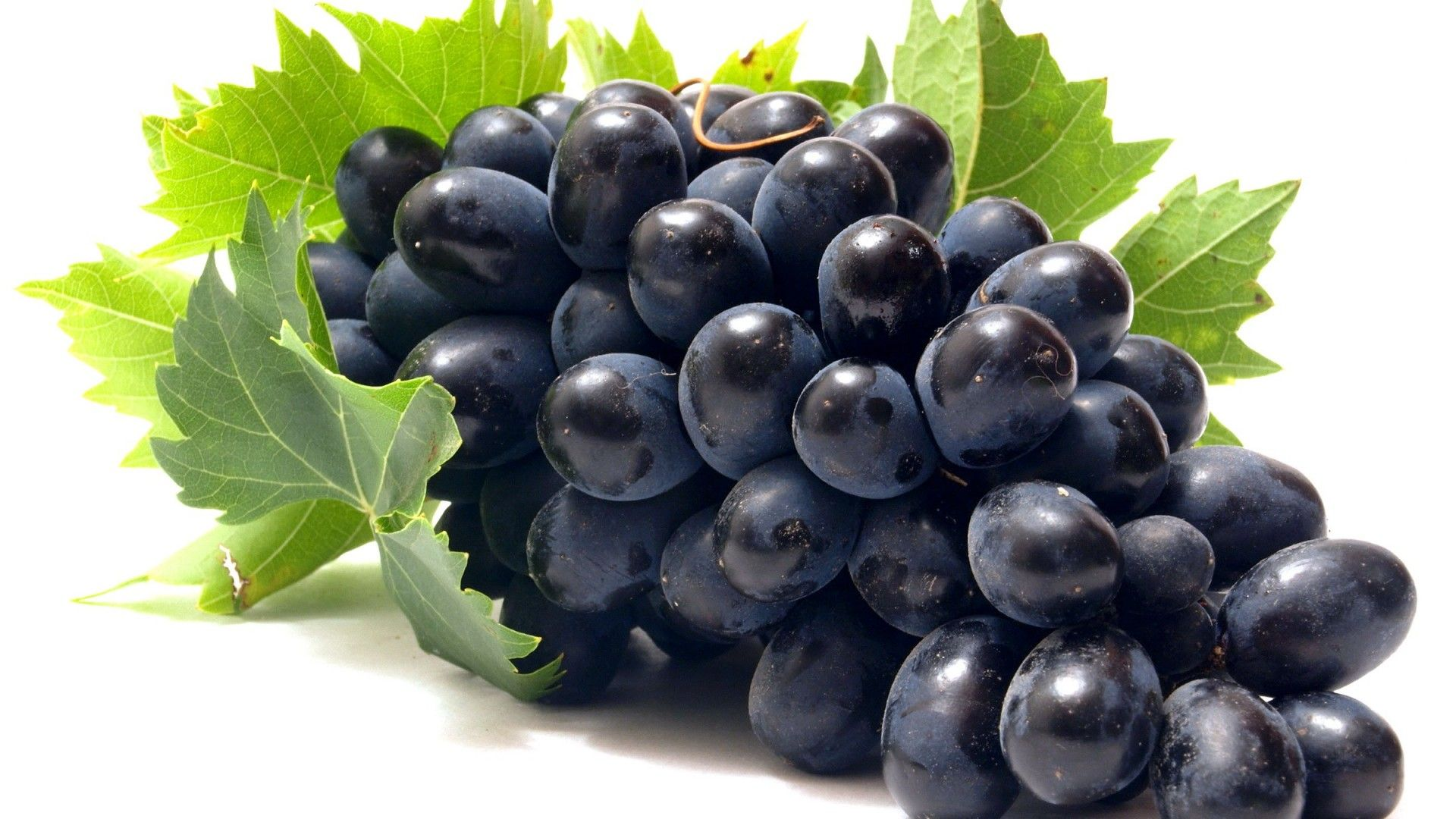 Trái cây bà bầu không nên ăn trong 3 tháng đầu là nho.