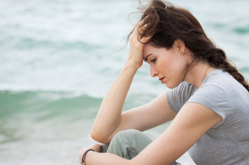 Rối loạn nội tiết tố ở nữ thường có biểu hiện đau đầu, mệt mỏi