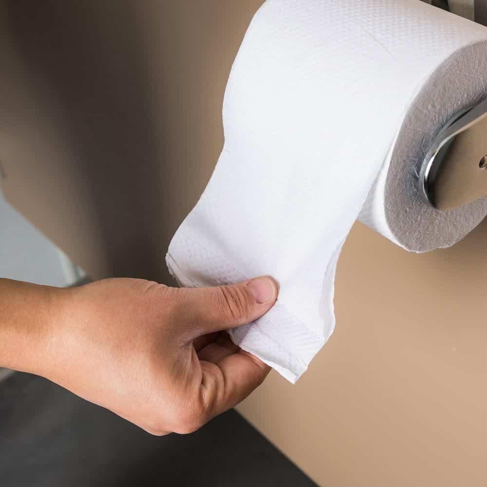Chị em nên dùng giấy vệ sinh đảm bảo chất lượng