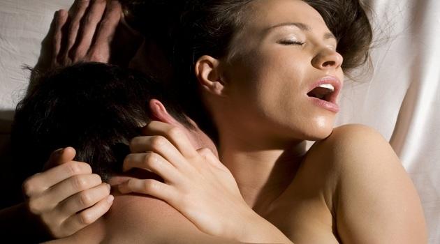Tiếng rên rỉ khi quan hệ của bạn sẽ làm chàng bị kích thích nhiều hơn