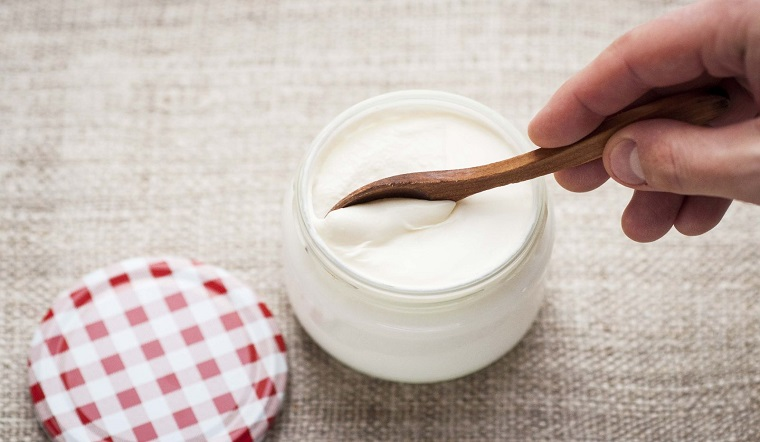Tác hại của sữa chua khi ăn nhiều là gây rối loạn tiêu hóa, khó tiêu