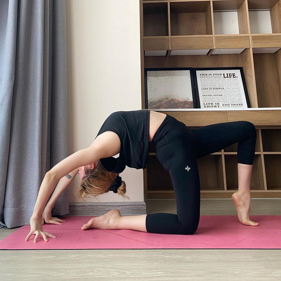 Cứ 30 phút tập Yoga bạn sẽ đốt cháy được 300Kcal