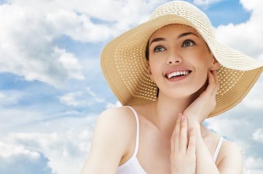 Kem chống nắng tạo màng chắn bảo vệ da hiệu quả.