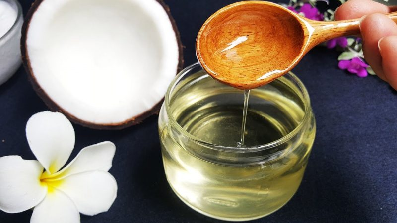 Bạn có thể sử dụng dầu dừa nhưng không được dùng chung với bao cao su