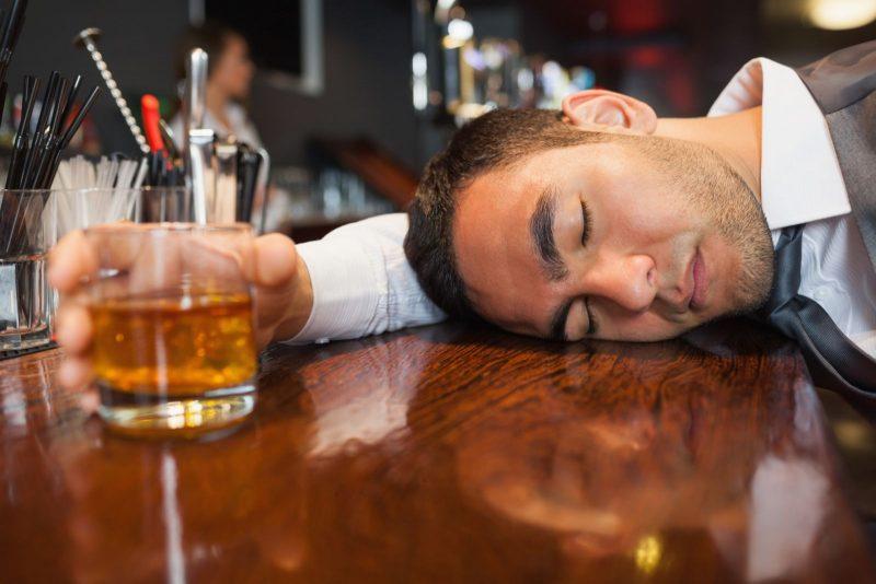 Uống rượu không phải là cách cải thiện chất lượng sinh lý