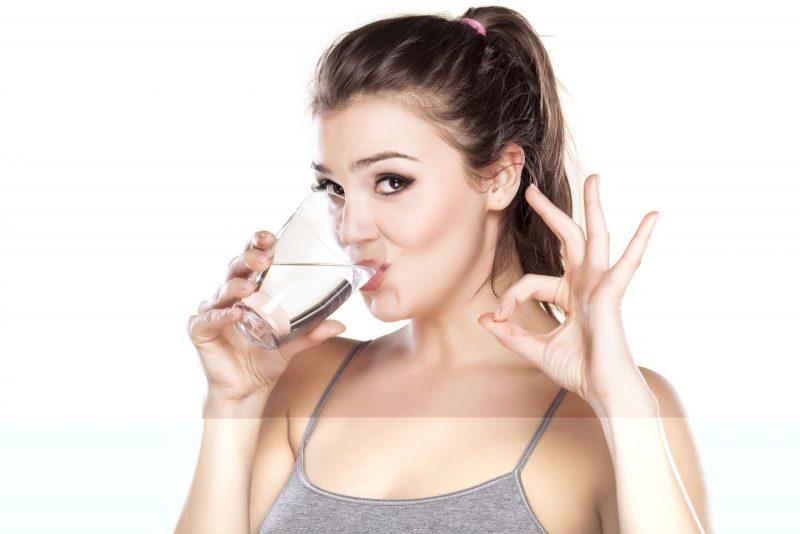 Bạn cần uống đủ nước mỗi ngày