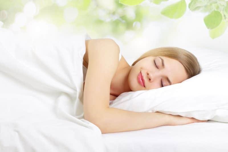 Thay đổi chế độ sinh hoạt, đi ngủ đúng giờ hơn