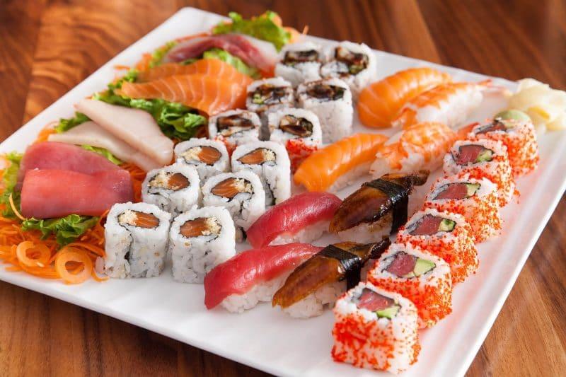 Một cuộn sushi có chứa khoảng 500 calories.