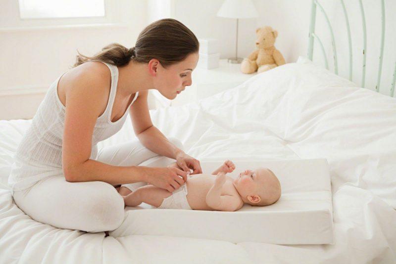 Việc chăm con vất vả khiến người mẹ mệt mỏi, không còn hứng thú