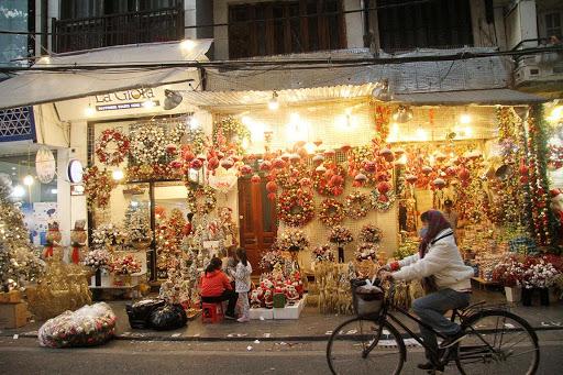 Hàng mã mùa Noel bày bán đủ các món trang trí