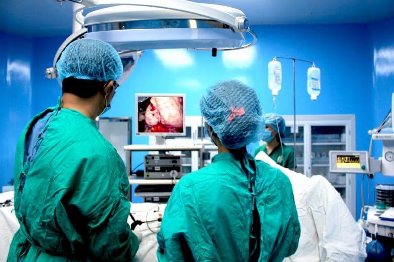 Phẫu thuật cắt vòi trứng khiến buồng trứng bị suy