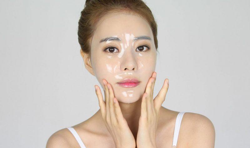 Đắp mặt nạ cung cấp dưỡng chất cho da