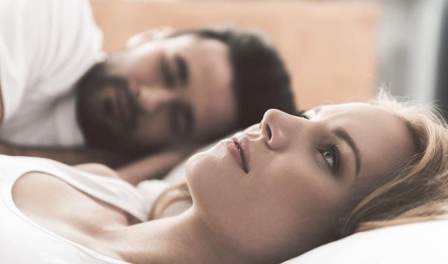 Do thay đổi hormone nên các chị em thường bị đau rát khi quan hệ lại sau sinh