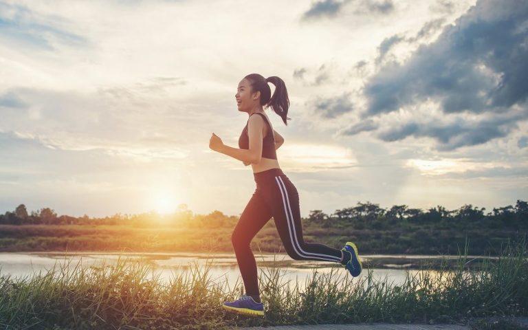 Tập thể dục thường xuyên giúp đốt cháy calo, giảm trọng lượng nước trong cơ thể