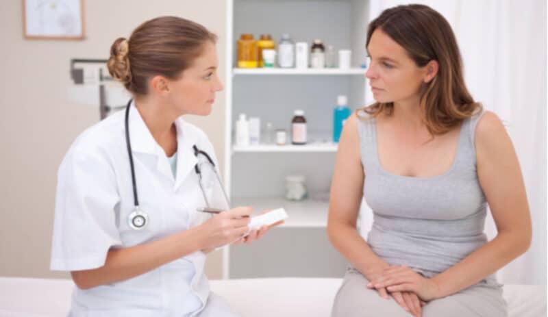 Chị em nên tìm đến bác sĩ để được trao đổi, chia sẻ