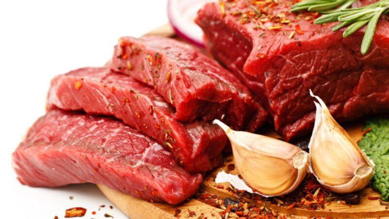 Nên kiêng thịt đỏ sau khi mổ u xơ tử cung
