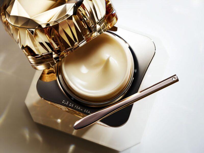 kem dưỡng có thể giúp da trở nên rạng rỡ hơn với sắc da, kết cấu và đường nét được cải thiện