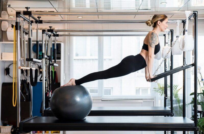 Pilates là một phương pháp luyện tập tổng hợp bao gồm các động tác có kiểm soát nhằm tăng cường hoạt động của các khối cơ