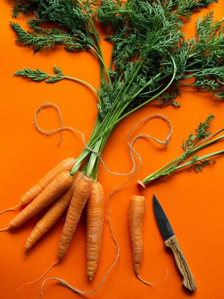 Cà rốt là thực phẩm bổ sung chế độ ăn nhằm cung cấp đầy đủ dinh dưỡng tốt cho mắt.