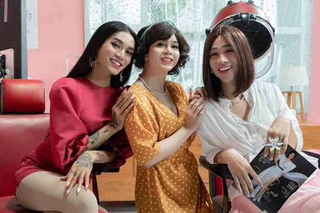 """""""Bà chủ salon"""" Tuấn Kiệt bên cạnh BB Trần, Hải Triều"""