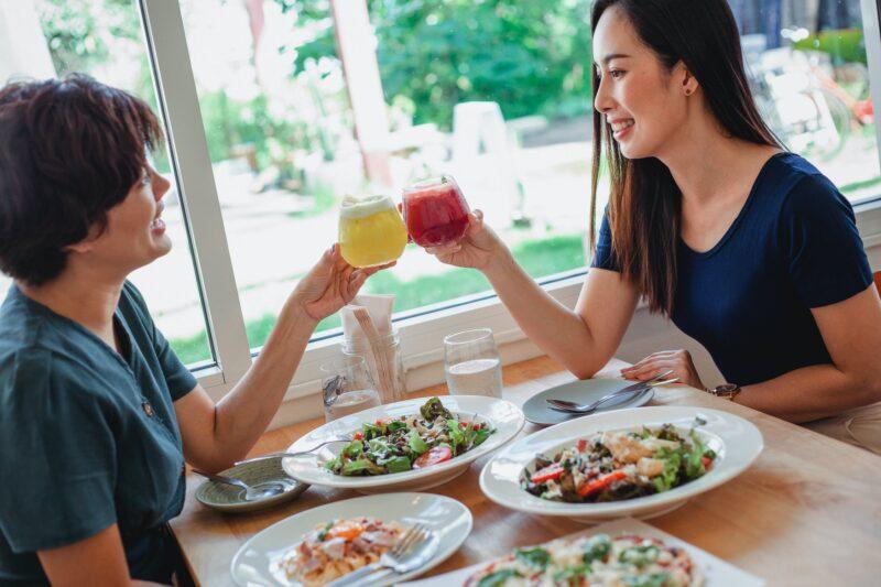 Dù đang trong chế độ ăn kiêng, hãy đảm bảo đủ chất cho cơ thể.