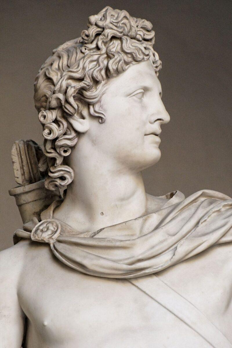 Tượng thần Mặt trời Apollo Belvedere vào khoảng năm 120–140 sau Công nguyên.