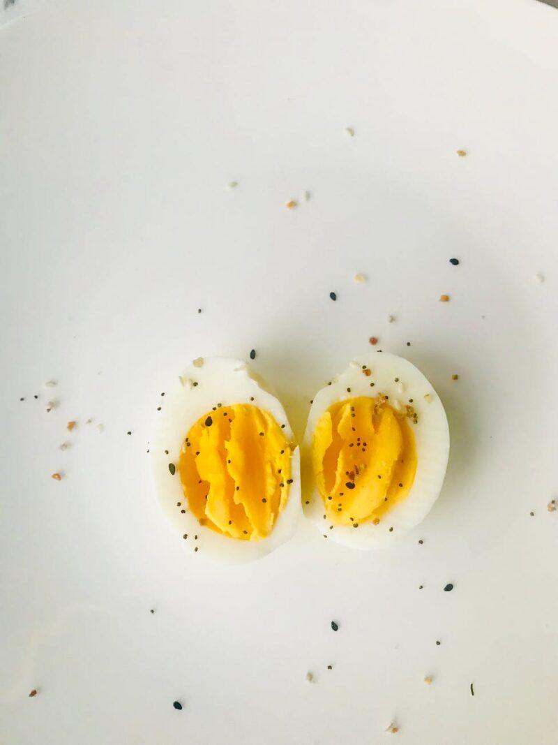 Lòng đỏ trứng gà bổ sung nguồn vitamin D dồi dào cho cơ thể.