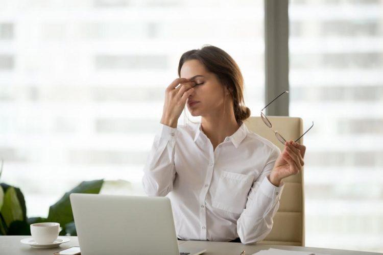 Thiếu máu do thiếu sắt gây đau đầu khi có kinh