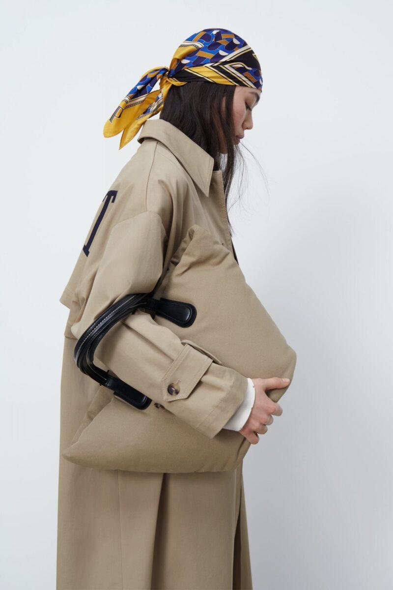 """Một chiếc túi từ chất liệu chống thấm """" sẽ là khoản đầu tư thời trang đúng đắn."""