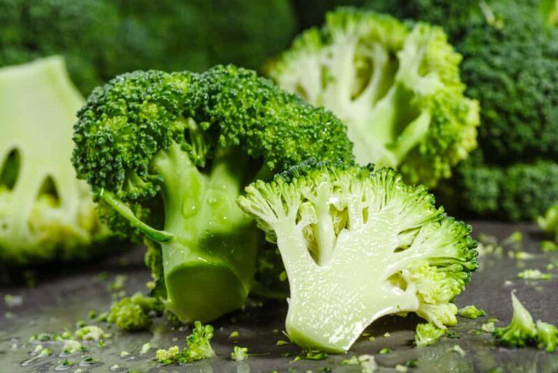 Vitamin B9 (hay folate) có trong bông cải xanh là dưỡng chất quan trọng đối với hệ thống sinh sản