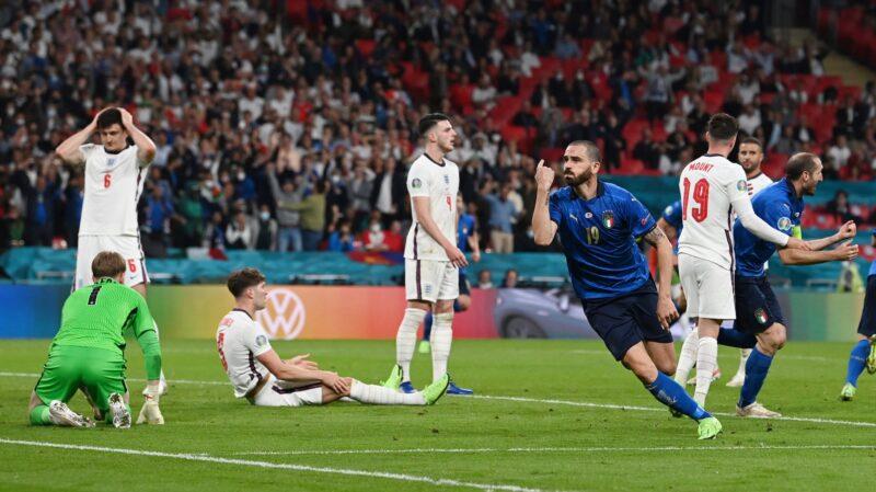 Bất ngờ ở phút 67, Ý có bàn thắng gỡ hòa 1-1 bởi pha lập công của Bonucci