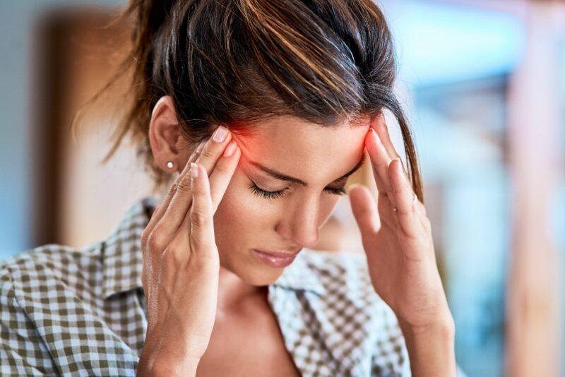 Đau đầu là tác dụng phụ của viên uống tránh thai