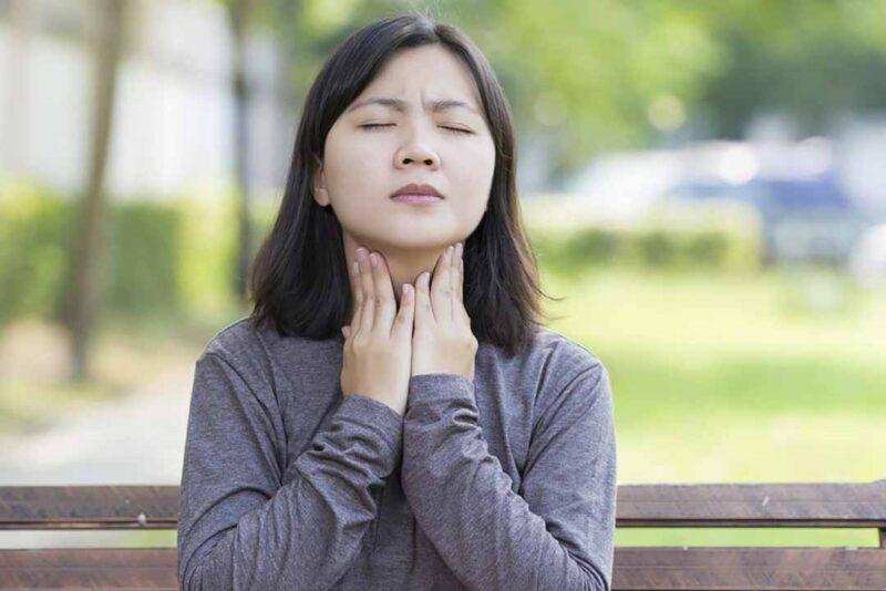 Những dấu hiệu và triệu chứng viêm giáp (viêm tuyến giáp) là gì?