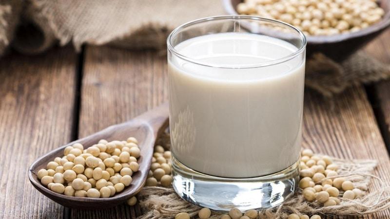 Sữa đậu nành có nhiều lợi ích, đặc biệt là chị em bị buồng trứng đa nang