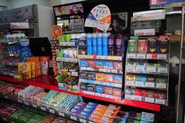 Bao cao su được bày bán nhiều tại các siêu thị, cửa hàng tiện lợi, nhà thuốc