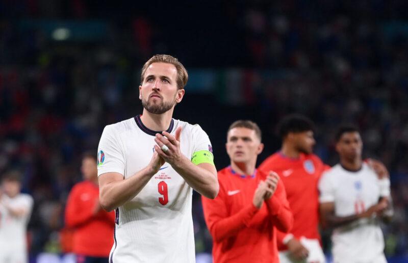 Harry Kane gỡ hòa cho Anh ở loạt sút đầu tiên cho Tam sư chung kết Euro