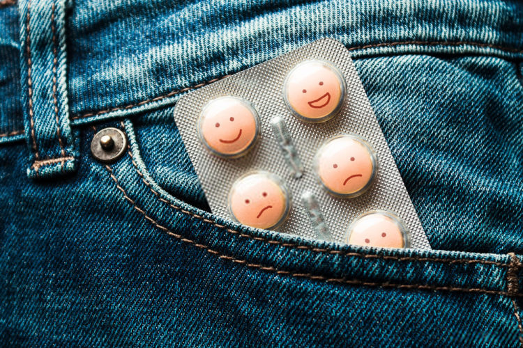 Bạn uống thuốc làm thay đổi kinh nguyệt