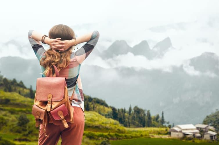Giảm đau bụng kinh khi đi du lịch bằng cách ăn mặc thoải mái
