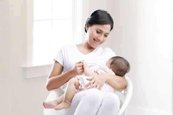 Uống thuốc tránh thai khẩn cấp loại cho con bú có tác dụng phụ không?