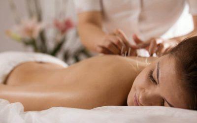 Châm cứu/massage – cách kéo dài tuổi hồi xuân của phụ nữ